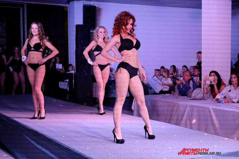 Судить претенденток на победу предстояло жюри, в которое вошли представители модной элиты города.