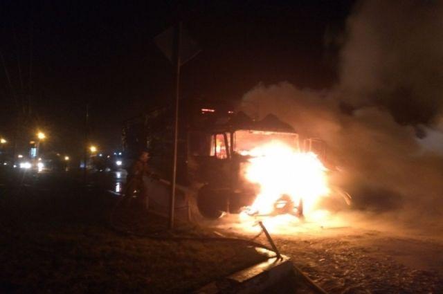 ВБольшой Туле ночью горел грузовой автомобиль