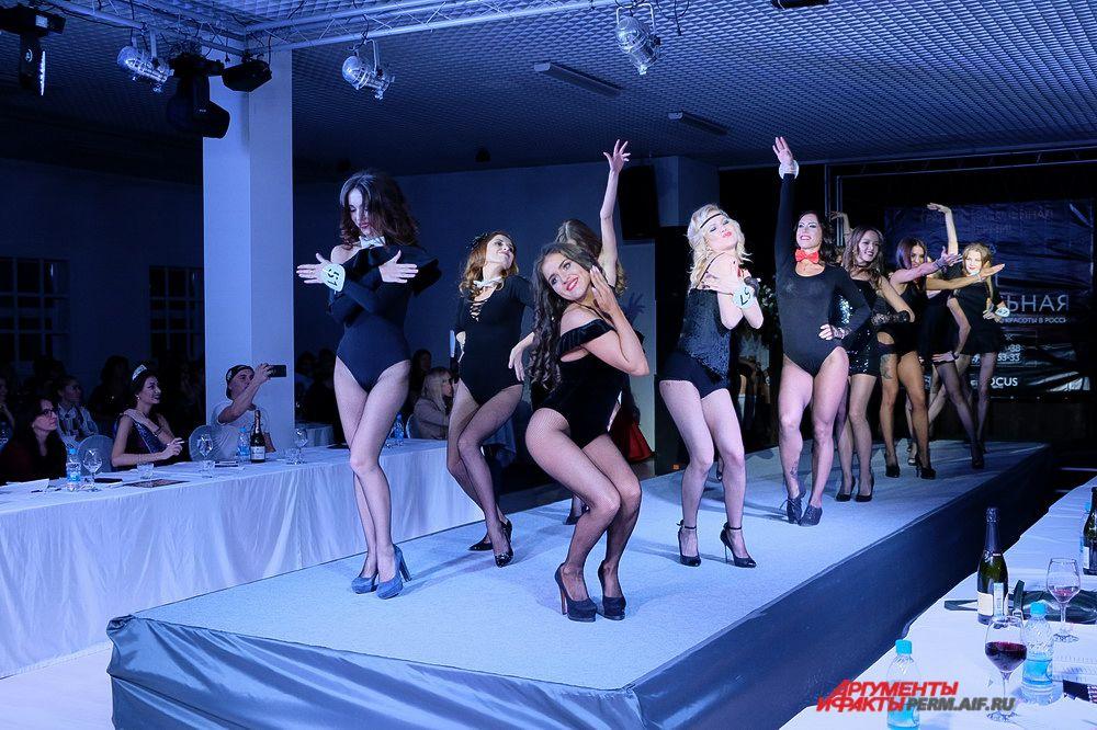 Во время творческого выступления конкурсантки танцевали под быструю и медленную музыку.