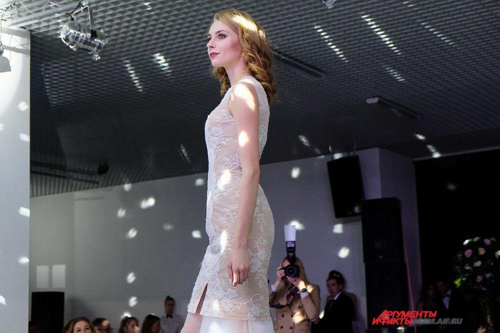 Пока девушки готовились к следующему этапу конкурса, гости участвовали в танцевальных конкурсах и розыгрышах призов от спонсоров мероприятия.