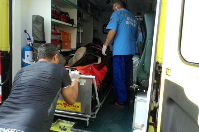 Эта же скорая доставила его в больницу.