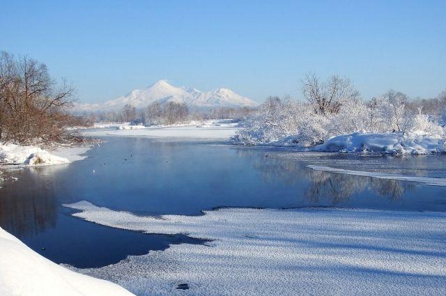 Кузбасские реки начали затягиваться льдом.