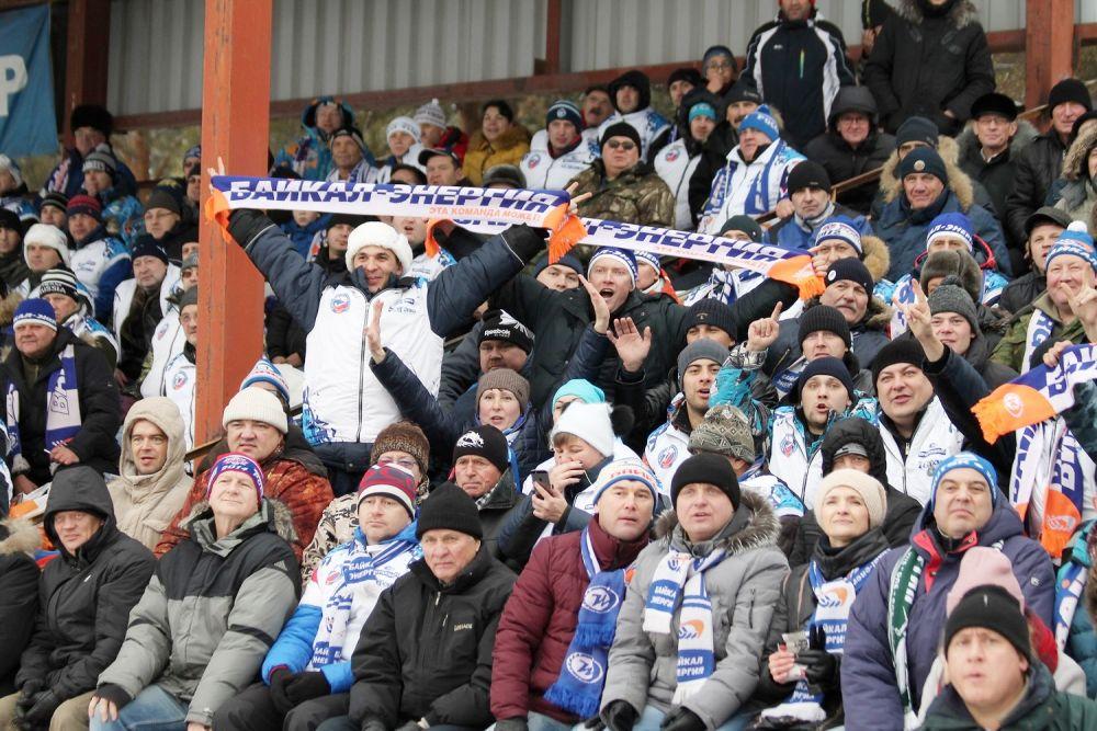 Согласно официальному протоколу матча, поддержать любимую команду на трибунах «Рекорда» собралось около 3200 зрителей.