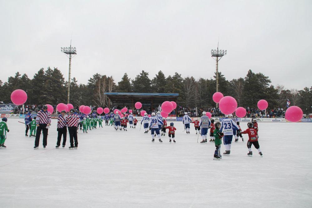 Перед первым домашним матчем иркутян прошла лаконичная церемония открытия хоккейного сезона.