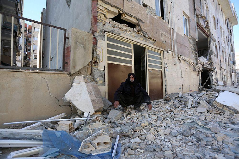 Последствия землетрясения в городе Керманшах на западе Ирана.