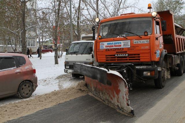 Дорожные службы ведут борьбу с последствиями снегопада.