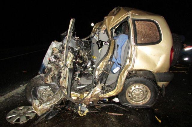 Шофёр «Нивы» умер после столкновения сфурой вШекснинском районе