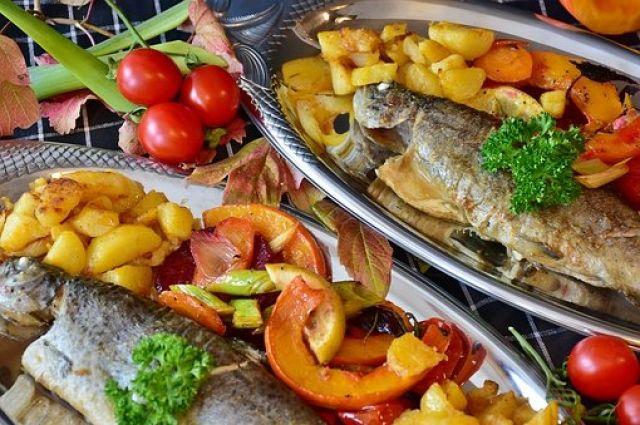 Рыба незаменима в составе различных диет для тех, кто хочет похудеть.