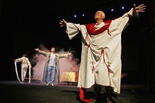 Драмтеатр Калининграда не перестает удивлять своего зрителя новыми постановками.
