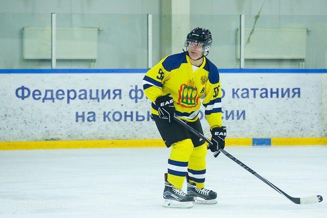 Иван Белозерцев уже выходил на лед в матчах с командами легенд спорта и правительства Брянской области.