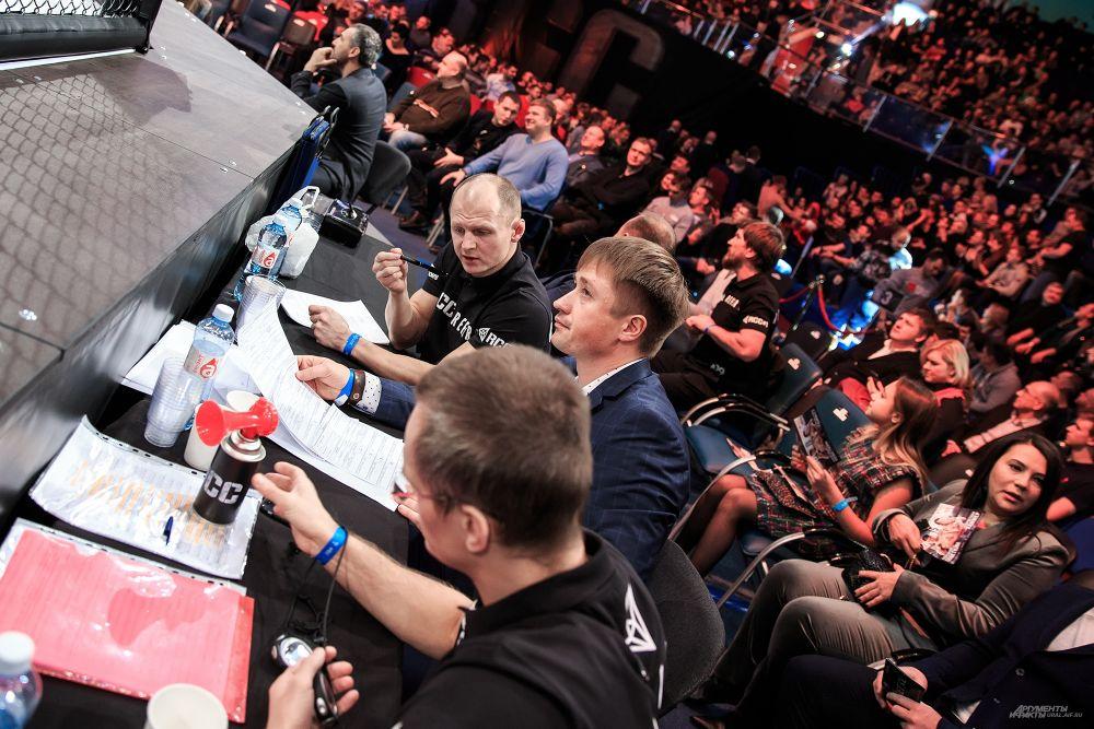 Билеты на спортивное мероприятие были полностью проданы. За день до события в онлайн-кассах Екатеринбурга оставались билеты на VIP-места по 7 000 рублей.