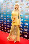 Лобода выбрала наряд с открытыми ножками: в таком платье звезда выглядела очень элегантно.