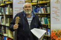 Краевед с гитарой — частый гость в библиотеках и школах не только Ижевска, но и небольших городов и деревень Удмуртии.