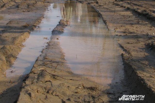 Под Гвардейском закрыт на ремонт разрушенный дождями участок дороги.