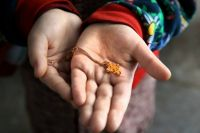 Скандал в детсаду под Киевом: Детям запретили носить крестики