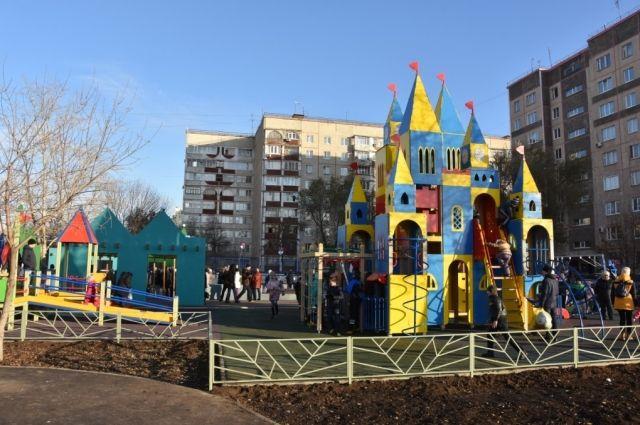 В Оренбурге на Малой земле открылся двор «Изумрудный город».