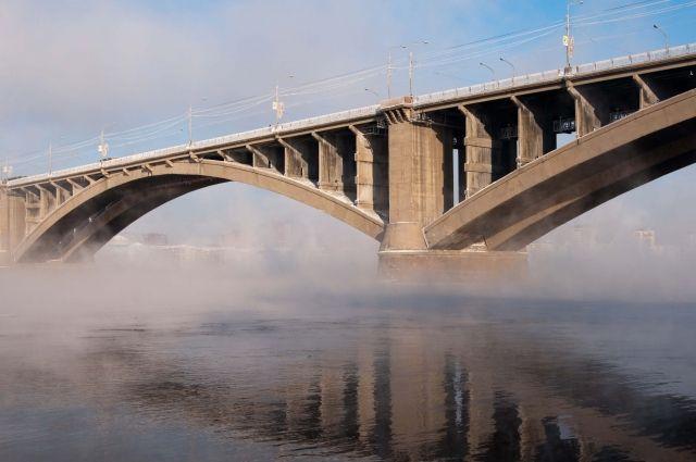 НаКоммунальном мосту ипроспекте Мира уложили некачественный асфальт