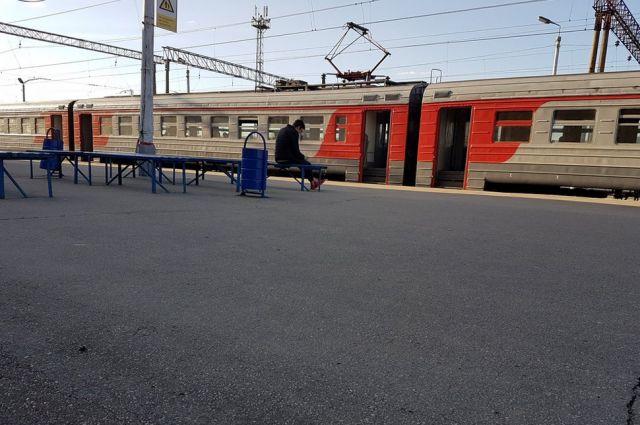 Идти на незнакомой станции было некуда.