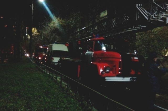 Один человек умер идвое отправлены вмедучереждение после пожара наулице Лейтейзена