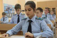 Учащихся кадетских классов обеспечивают бесплатной формой.