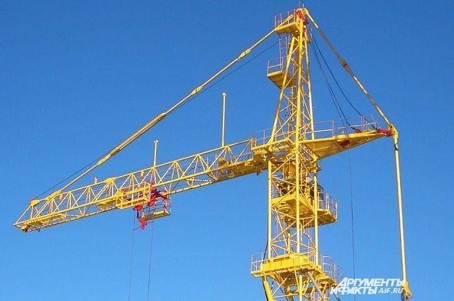По плану строительных работ кран должны были увезти со стройки сегодня.