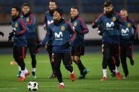 Игроки сборной Испании на тренировке перед товарищеским матчем против сборной России.