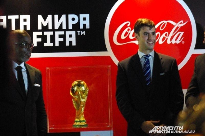 Официальный представитель FIFA Лукас Рахов.