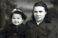 """""""Моя любимая фотография с мамой (мне три года)"""""""
