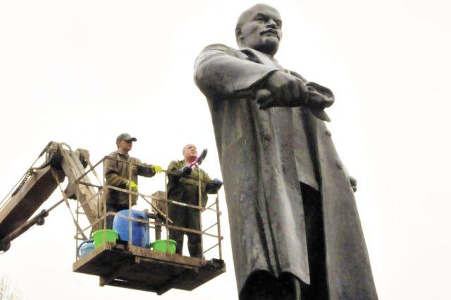 Первые скульптурные изображения Ленина пермяки увидели вскоре после его кончины в 1924 г.