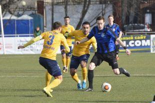 Приморские футболисты показали характер в матче с ярославцами.