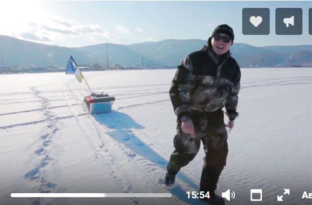 Роман Шалтагачев во время перехода по Байкалу.