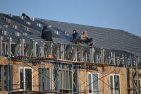 Часто люди не хотят жить в таких условиях, продают квартиры, а на вырученные деньги строят частные дома.