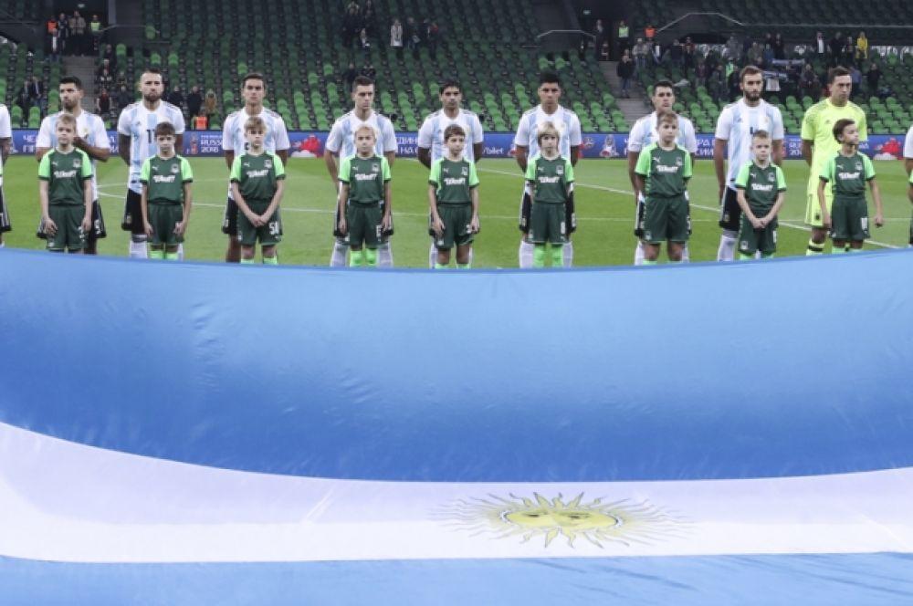 Российские поклонники футбола болели в основном за Аргентину, так как многие пришли на стадион ради Лионеля Месси.