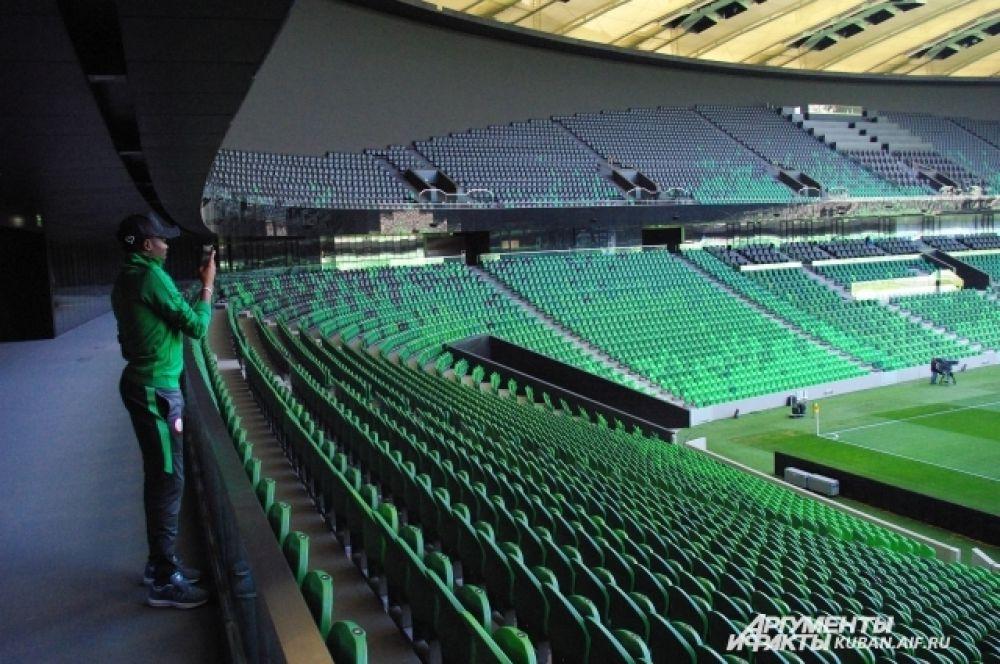 Новый краснодарский стадион гостям из африки очень понравился, они снимали его на память на камеру телефона.