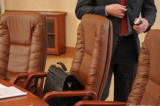 ЗакС одобрил закон обувольнении госслужащих Петербурга всвязи сутратой доверия