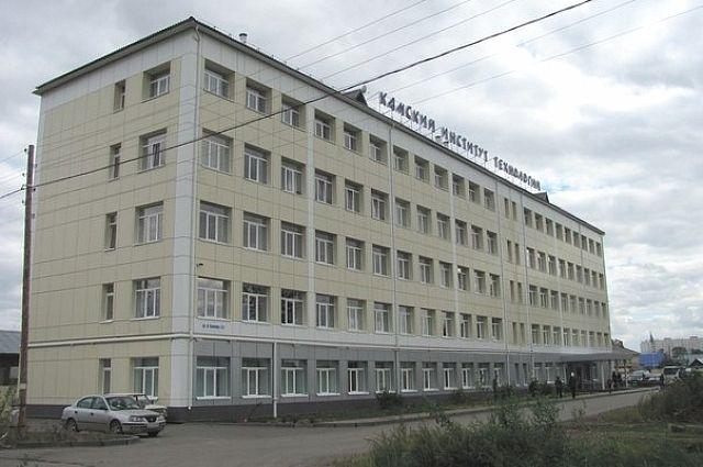 Здание Камского института гуманитарных и инженерных технологий в Ижевске.
