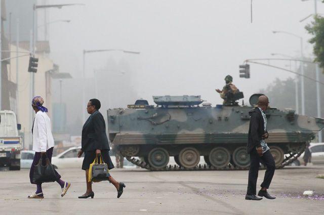 «Народ проголосует за труп Мугабе». Что ждет Зимбабве после переворота?