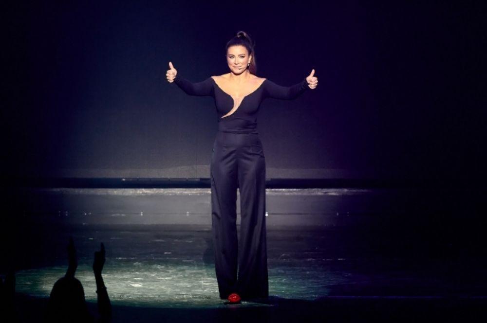 Ани Лорак поблагодарила артистов балета и не смогла сдержать слез от
