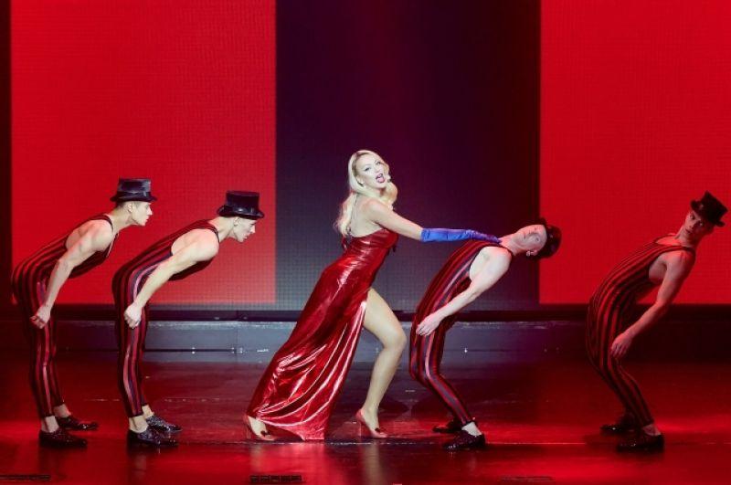 Певица танцевала вместе с артистами балета, а также рассказала интересную историю из прошлого