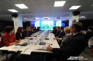 На круглом столе обсуждали социальное партнёрство в регионе.