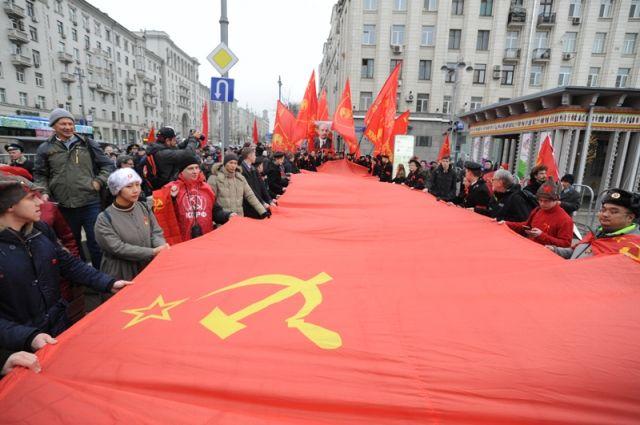 Как россияне относятся к революции и историческим личностям того времени?
