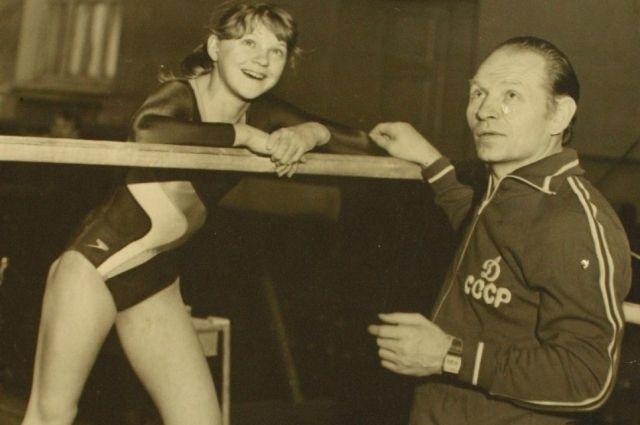 Среди его воспитанников – единственная красноярская олимпийская чемпионка Елена Наймушина.