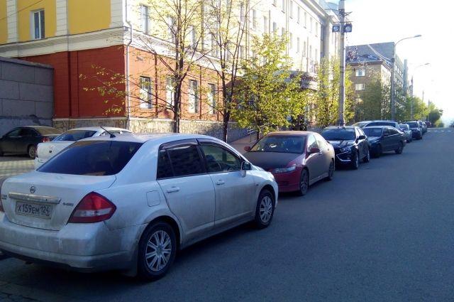 В Тюмени напротив Центральной площади запретили парковку
