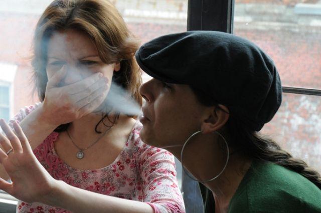 Современные женщины стали больше курить.