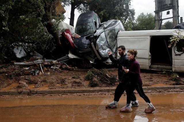Покрайней мере уже 15 человек погибли в итоге наводнения вГреции