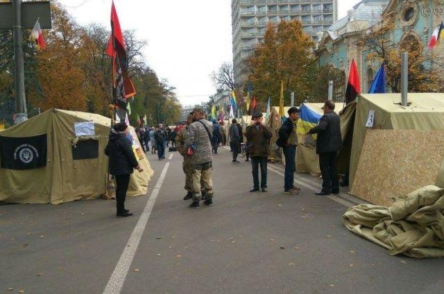 Жена ветерана: Жители палаточного городка под ВР деградировали до грабежей