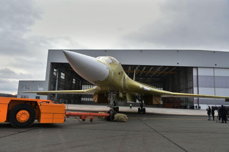 Впервые за 10 лет состоялась церемония выкатки опытного образца стратегического ракетоносца Ту-160М2.
