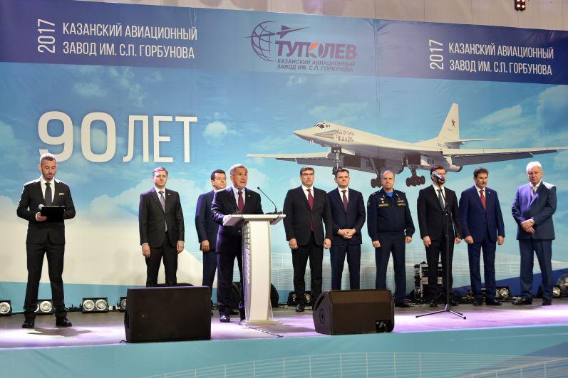Выступавший в ходе мероприятия командующий дальней авиацией Воздушно-космических сил Министерства обороны России Сергей Кобылаш заявил, что техника, созданная на предприятии, будет щитом России.