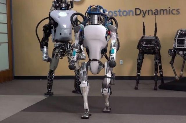 Штатская компания Boston Dynamics научила своего робота делать сальто