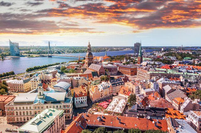 «Без русского работу не найдешь». Почему Латвии не прожить без нашего языка